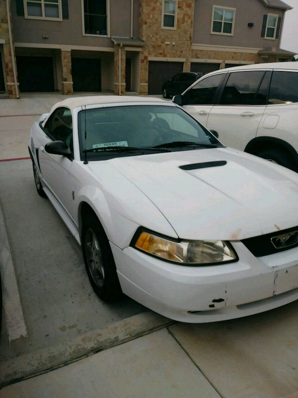 2000 White Automatic Mustang Convertible