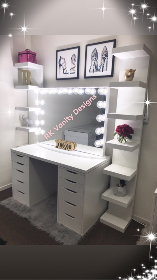 Sold Vanity Desk Mirror Set In Fresno Letgo