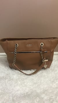 Brown guess leather shoulder bag Hamilton, L8H 2E8