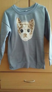 blue and white cat-printed crew-neck sweater