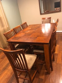 Beautiful dining table with 8 chairs Westminster