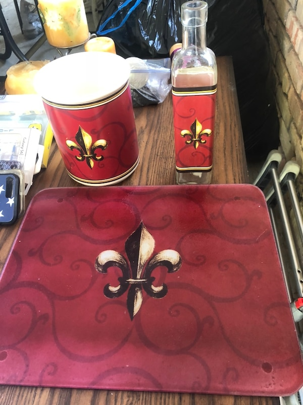 BEAUTIFUL like new Fleur-de-lis kitchen decor