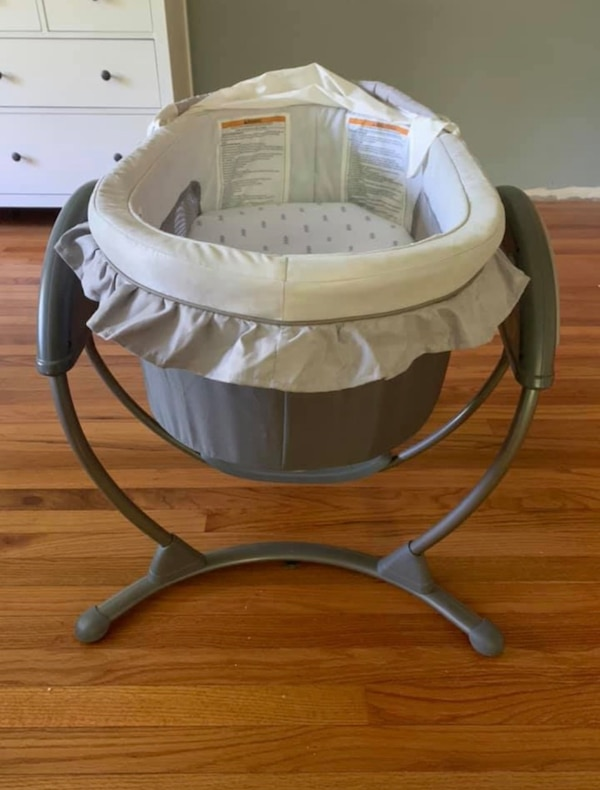 Graco Bassinet and Swing 23ed757f-9af5-4e47-9bff-bb113be6543d
