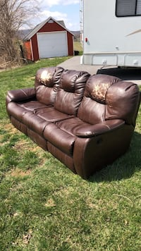 Brown leather 3-seat recliner sofa Middletown, 21769
