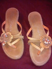 pair of brown leather sandals Redding, 96001