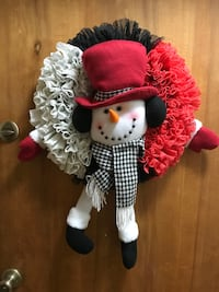 White and red and black shelf liner snowman wreath  New York, 11379
