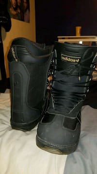 pair of black-and-gray snowboard boots Lorette, R0A 0Y0