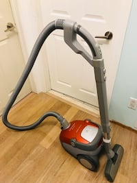 Electrolux canister vacuum for carpets and floors Brampton, L6T 1H7