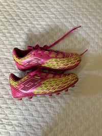 Girls Soccer cleats Los Angeles, 91604