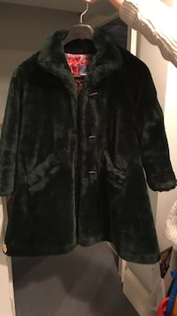 Dark green faux fur coat. Size 7   Toronto, M6C 1R5