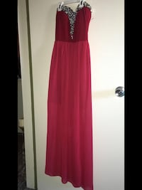 Red dress only been used ounce Size - Small