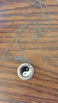 Silver chain necklace with round pendant