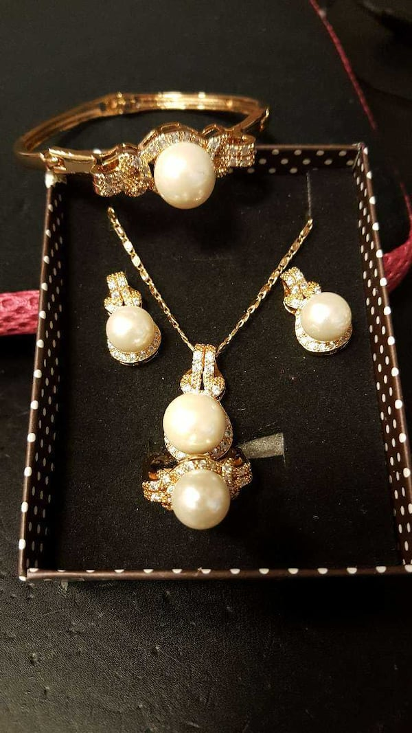 Brand new set of Pearl Jewelry - 20% OFF this week only 4c00b9f9-8c27-4cdd-8ecd-3882e8b9c4ea