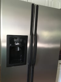 Refrigerator GE works great moving must sell null