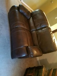 Nice loveseat and a couch moving naka a offer  Portland, 97266