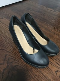 Pair of black leather wedges Toronto, M1K 1V4