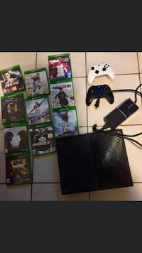 Xbox one 500 gb 2 controllers and games