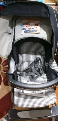 baby's black and gray Graco car seat carrier Mississauga, L5W 1E1
