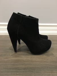 Le Chateau faux suede zip up booties  Brampton, L6V 5M1