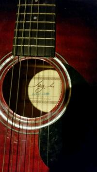Red acoustic guitar Hanover, 17331