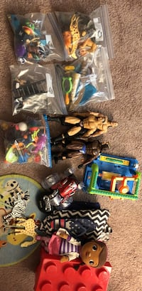 Assorted plastic toys in pack Jesup, 31545