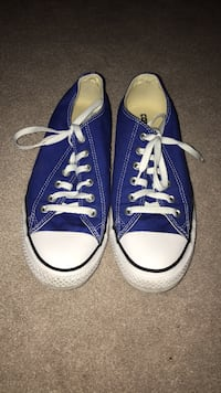 Chuck Taylor Lows size 8 Vancouver, V5R 4G7