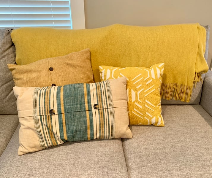 Blanket & Throw Pillow Set e97e1014-d44b-4cb2-a828-6b36b66b8422