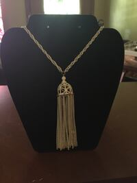 White-colored pendant necklace Memphis, 38117