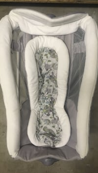 Baby's gray and white rock and play sleeper Ontario, 91761