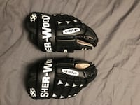Youth hockey gloves  Calgary, T2V 4V6