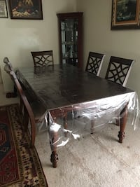Dining room table with 6 chairs excellent condition moving out Lutherville Timonium, 21093