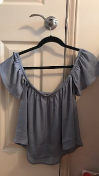 Never worn AE XS off-the-shoulder top Markham, L3P 6G6