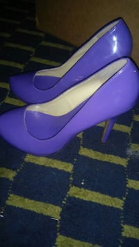pair of purple leather heeled shoes Clinton, 73601