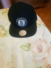 black and white fitted cap Montréal-Est, H1B 5Y3