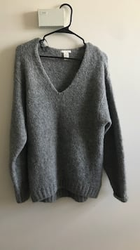gray v-neck sweater Edmonton, T5H 3Y1
