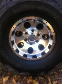 General grabbers 35x12x15 on 15x8 rims. brand new condition maybe 50 miles on them. all set for the snow. set of 4 mounted and balanced on rims