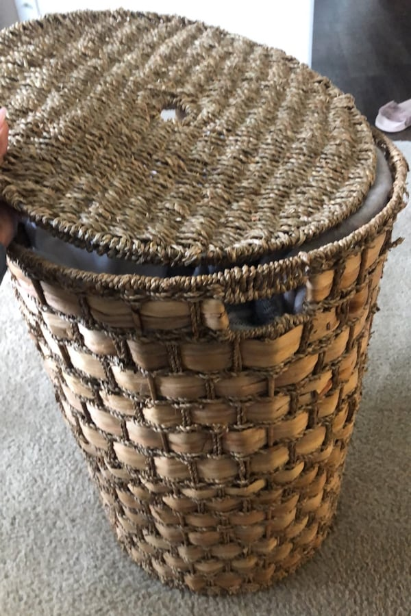 Large Woven Hamper with Lid 922defdb-1b9e-471a-a33b-fdbb9dfacd32