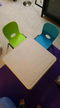 Lifetime Kid's Craft Table 61in X 61in with 2 chairs. Falls Church, 22101