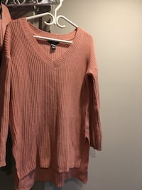 Brown scoop-neck long-sleeved shirt Victoria, V8R 1Z1