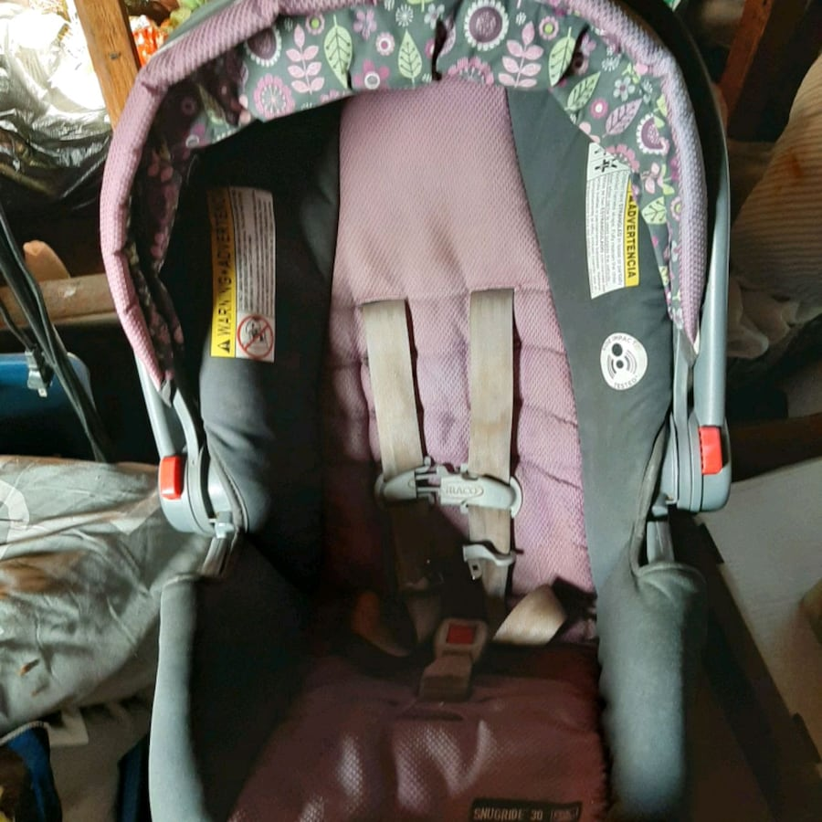 carseat with base. matching pack and play.
