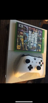 White xbox one console with controller and game case Adelphi, 20783