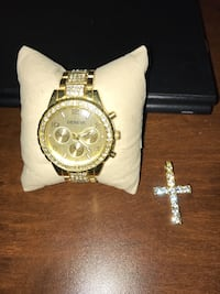 round gold chronograph watch with link bracelet South Frontenac, K0H
