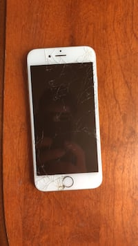 iPhone 6s (Cracked Screen) - Telus  Victoria, V9A 1C6