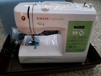 New singer sewing machine with carrying case 566 mi