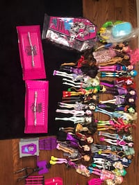 34 dolls for sale with accessories and play set Portland, 97266