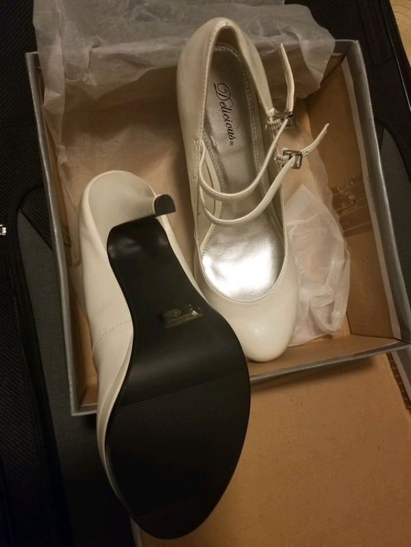 Ladies size 8 off white Mary Janes 58b290c3-1469-4712-94ef-c57899591d6d