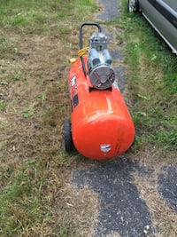 Red and black push mower Longueuil, J4L