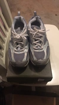 pair of gray Nike running shoes with box Ashburn, 20147