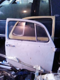 Pair of 1970 volkswagon beetle doors with working  Shelton, 98584