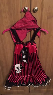 Rock in' Skull Pirate - size medium 7-8